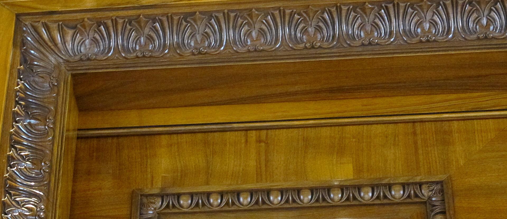 Portes d'entrée de style sculptée
