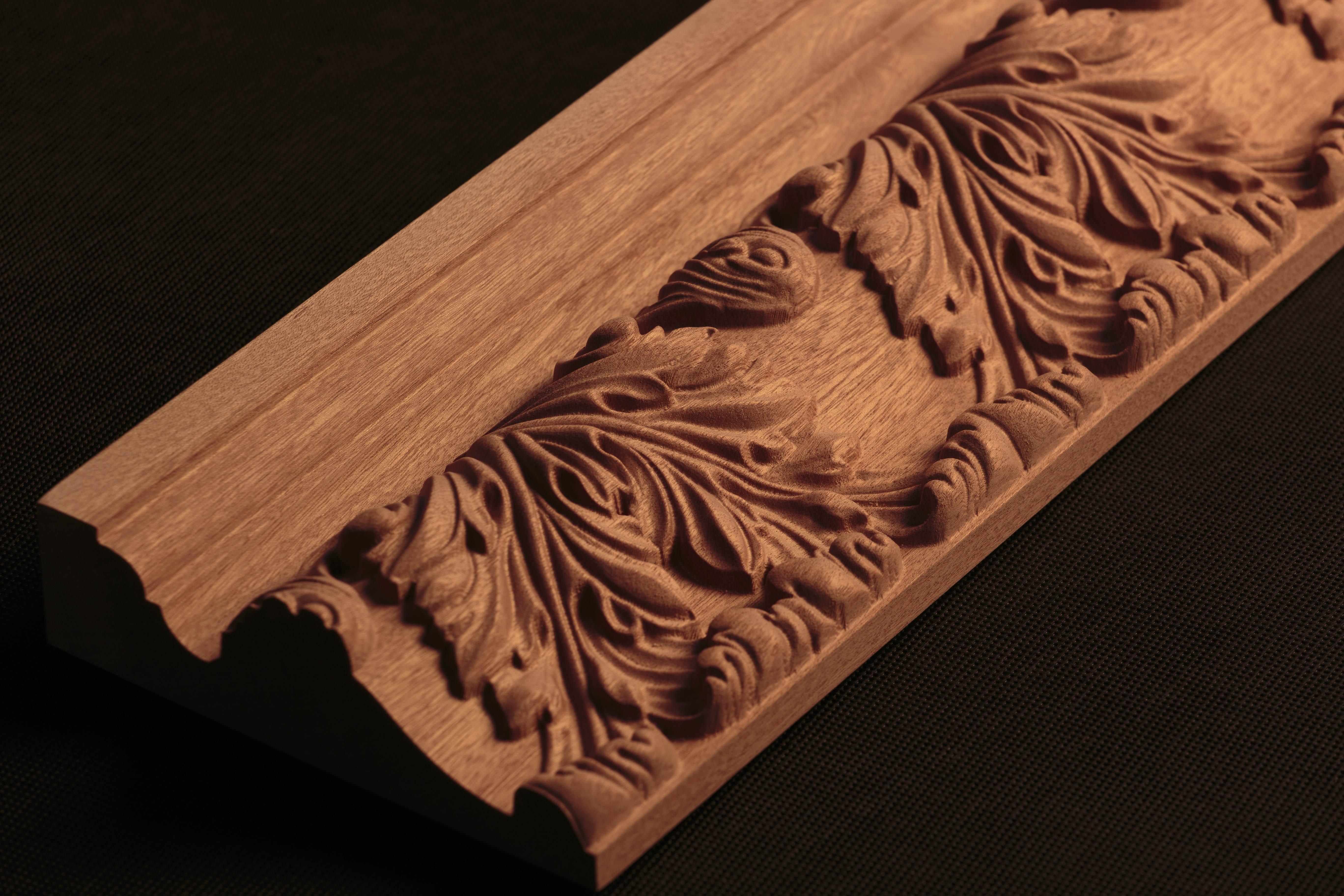 Corniche en bois sculptée